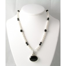 Pearl and Black Onyx Pendant Necklace